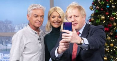 U.K.'s Johnson Uses Huawei for Selfies After Hinting at Ban